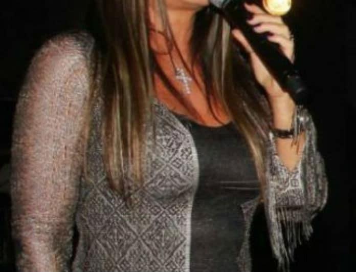 Δεν φοβάται κανέναν! Πασίγνωστη τραγουδίστρια ποζάρει αμακιγιάριστη στα social media!