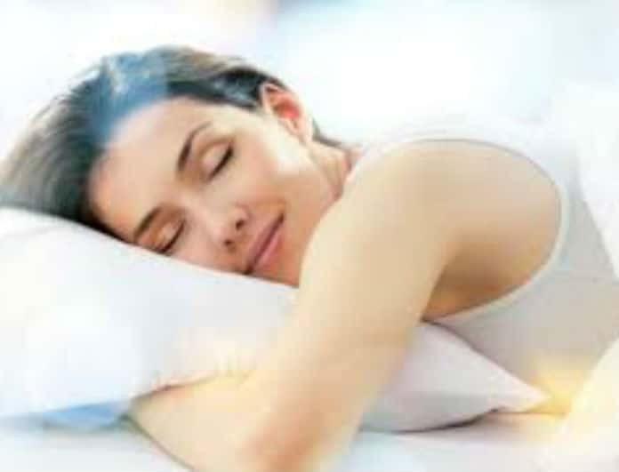 Ύπνος: Το ήξερες πως χάνεις κιλά; Μάθε πόσες θερμίδες καις ενώ κοιμάσαι!