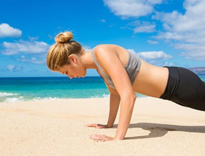 Θες να έχεις το πιo hot κορμί από όλες; Οι 4+1 εύκολες ασκήσεις για να κάνεις στην παραλία!