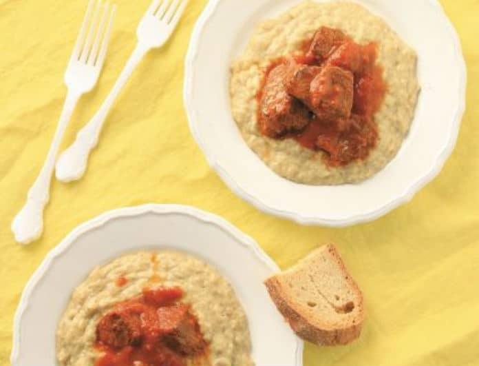 H συνταγή της ημέρας:  Μοσχαράκι κοκκινιστό με πουρέ μελιτζάνας από τον Ηλία Μαμαλάκη!