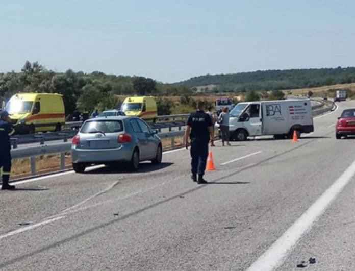 Αλεξανδρούπολη: Πέντε άτομα τραυματίστηκαν από ανατροπή βαν!