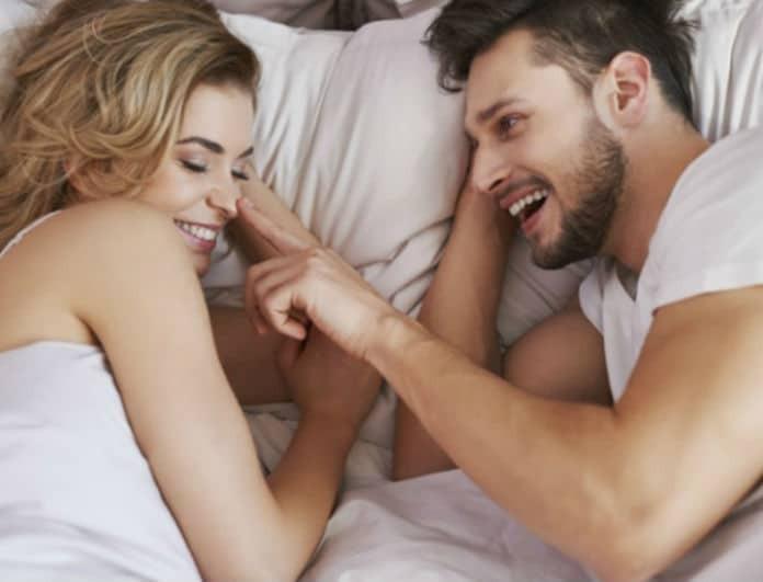 Κάνε τον έρωτα μια νέα εμπειρία: 4 κόλπα που θα φέρουν αέρα φρεσκάδας στη σχέση σου!