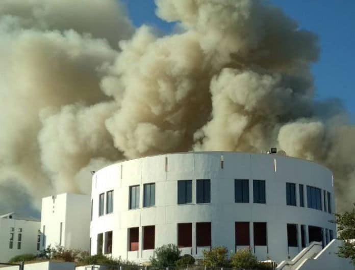 Πανεπιστήμιο Κρήτης: Υπό έλεγχο η φωτιά! Φόβοι για ισχυρές εκρήξεις!