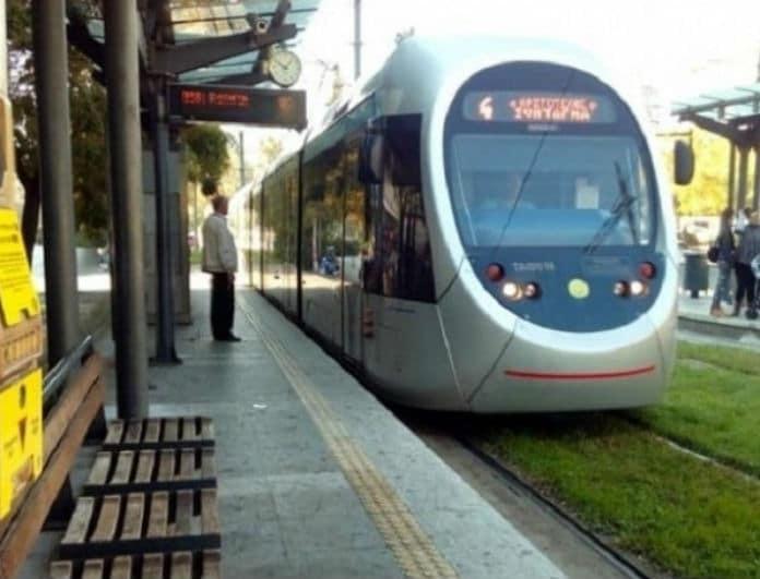Γυναίκα απεγκλωβίστηκε από συρμό του τραμ!