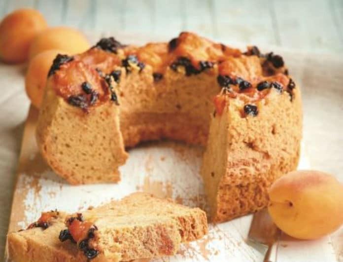 Κέικ με βερίκοκα και σταφίδες! Η συνταγή που θα αγαπήσουν μικροί και μεγάλοι!