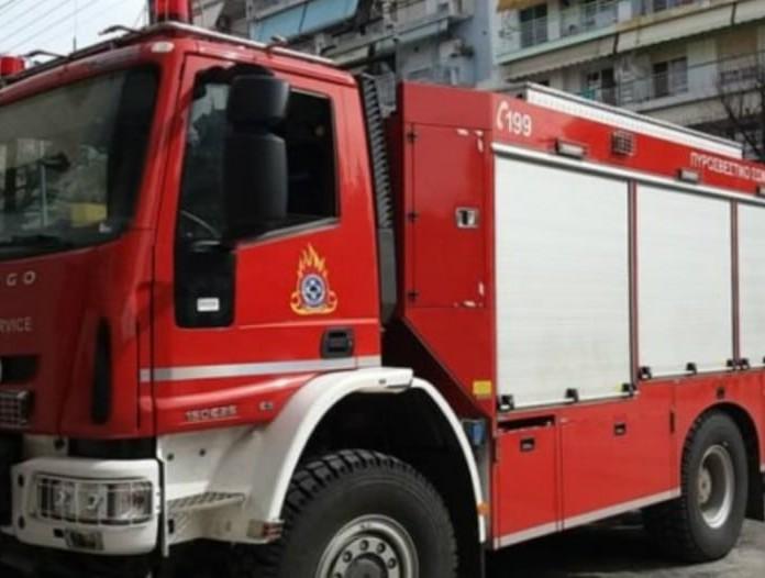 Παραδόθηκε στις φλόγες πολυκατοικία στο κέντρο της Αθήνας