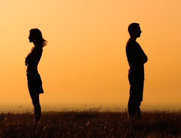Ο έρωτας τελειώνει; 6 σημάδια για το αν πρεπει να χωρίσεις ή όχι!