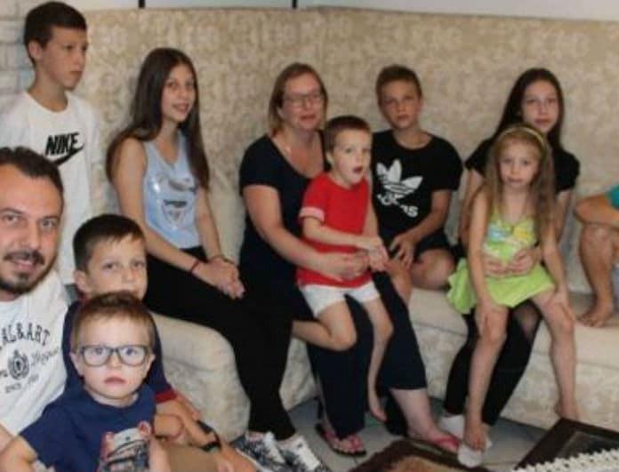 13 άτομα σ' ένα σπίτι! Πως η ζωή τους έγινε viral!