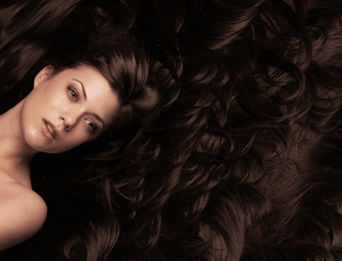 Wine hair: Το νέο hot trend χρώμα στα μαλλιά που θα λατρέψεις!