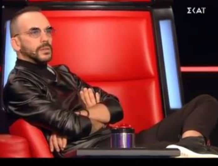 The Voice: Σηκώθηκε και έδωσε χαστούκι στον Μουζουράκη! Τι έπαθε ο Σάκης Ρουβάς; (βίντεο)