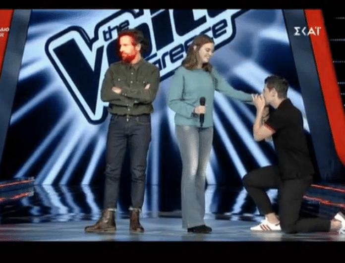 The Voice: Η παίκτρια που έκανε τους κριτές να σφάζονται στα πόδια της! (βίντεο)