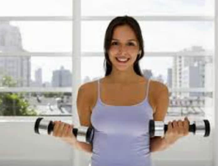 Αποτελεσματικές ασκήσεις γυμναστικής για ανόρθωση στήθους και χεριών!