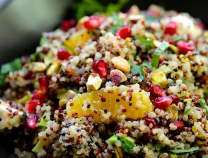 Δροσιστική σαλάτα με σπόρους και φρούτα της εποχής! Ότι πρέπει για το γιορτινό τραπέζι!