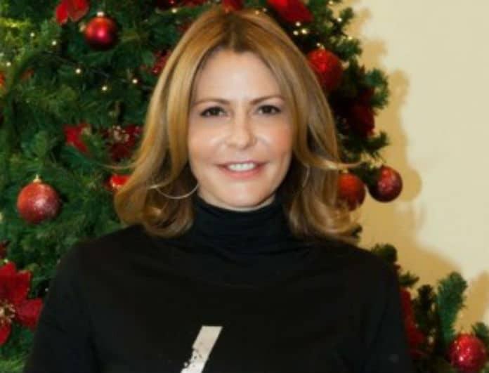 Ήρθαν τα Χριστούγεννα για τη Τζένη Μπαλατσινού! Το δέντρο υπερπαραγωγή με τα λευκά περιστέρια!