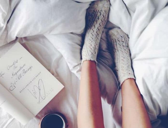 Και όμως οι μαμάδες μας είχαν άδικο! Το να φοράμε κάλτσες στον ύπνο μας κάνει καλό!