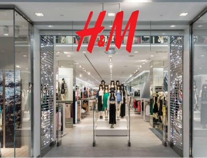 H&M: Αυτή η πλεκτή μπλούζα θα σε ξετρελάνει και κοστίζει μόλις 20 ευρώ!