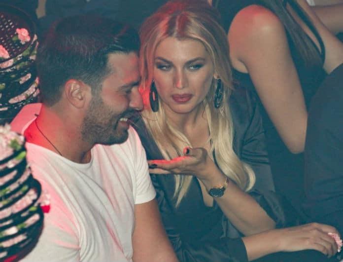 """Κωνσταντίνα Σπυροπούλου: Δεν ξεκόλλαγε από πάνω του! Την """"τσακώσαμε"""" με γοητευτικό άνδρα στο πλευρό της!"""
