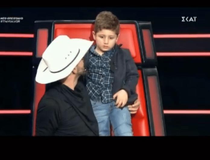 Χαμός στο The Voice! Ο γιος παίκτριας μπούκαρε στο πλατό! (Βίντεο)