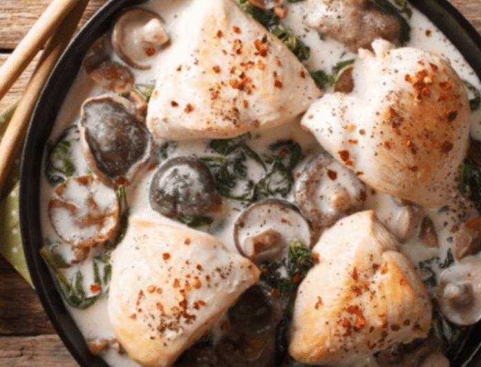 Στήθη κοτόπουλου με σάλτσα μανιταριών! Η εύκολη συνταγή που θα λατρέψετε!