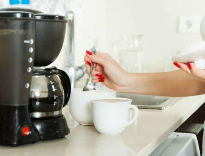 Καθάρισε την καφετιέρα σου με προϊόντα που έχεις στο σπίτι!