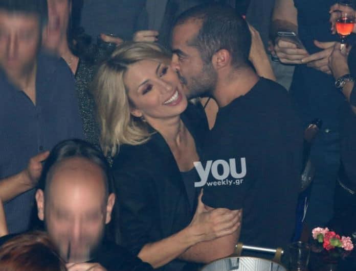 Μαρία Ηλιάκη: Κολλήσαμε από τα... μέλια! Καυτά φιλιά και αγκαλιές στα μπουζούκια με τον αγαπημένο της Στέλιο!