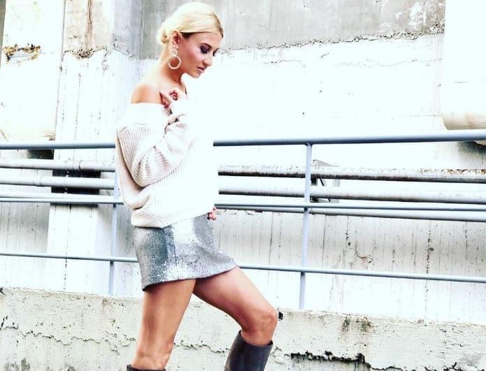 Φαίη Σκορδά  Αντέγραψε το look της και δείξε cool με τo oversized πουλόβερ  σου! - COPY THE LOOK - YOU WEEKLY bb1489fd98b