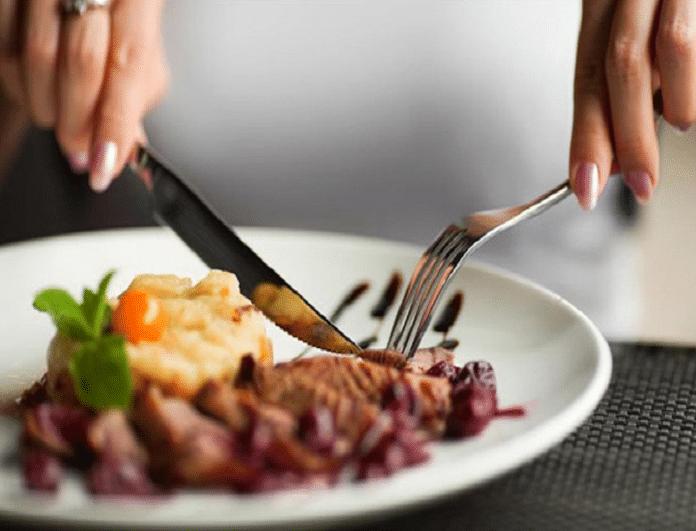 Ποιο είναι το μυστικό για να παίρνεις λιγότερες θερμίδες σε κάθε γεύμα σου;