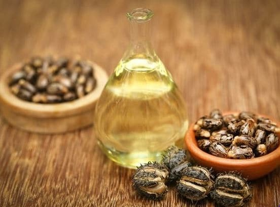 Καστορέλαιο: 2+1 χρήσεις που πρέπει να εφαρμόσεις για την ομορφιά σου!