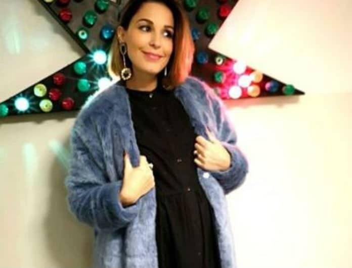 Κατερίνα Παπουτσάκη: Με φουσκωμένη κοιλίτσα μπροστά στο τζάκι... Οι πιο όμορφες πόζες της ηθοποιού!