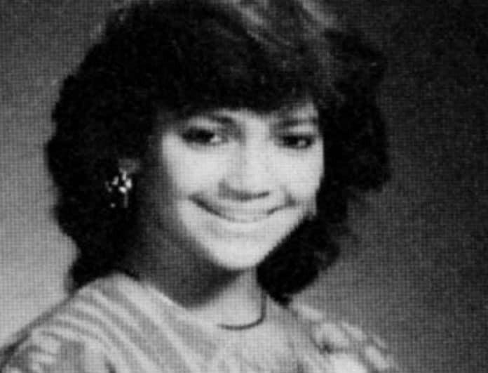 Αναγνωρίζετε την κοπέλα της φωτογραφίας; Είναι πασίγνωστη τραγουδίστρια!