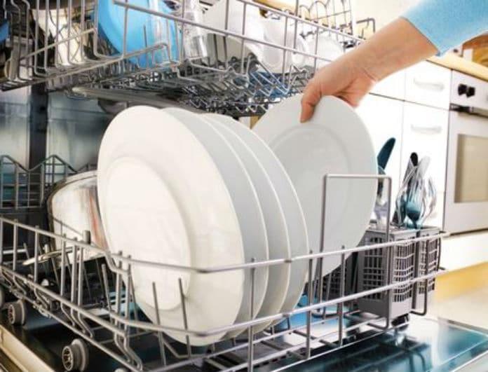 Πώς να κάνετε εσωτερικό καθαρισμό και απολύμανση στο πλυντήριο πιάτων  8f376834a40