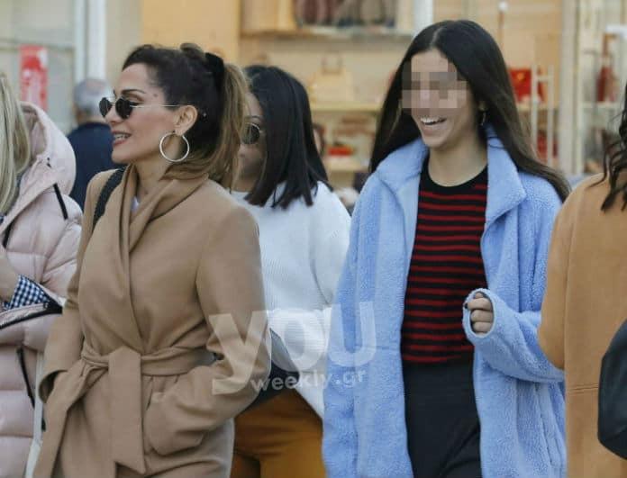 Δέσποινα Βανδή: Δείτε πόσο μεγάλωσε η κόρη της! Χαλαρή βόλτα με την Μελίνα στην Γλυφάδα!