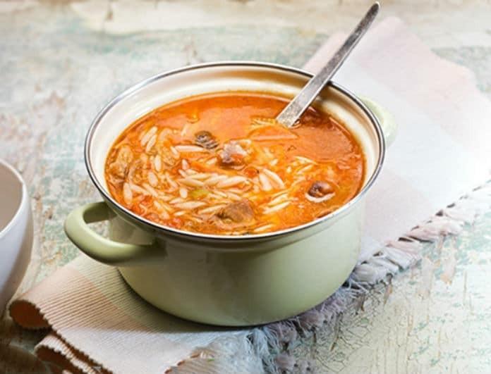 Θρεπτική και πεντανόστιμη κρεατόσουπα με κριθαράκι για τις κρύες ημέρες του χειμώνα!