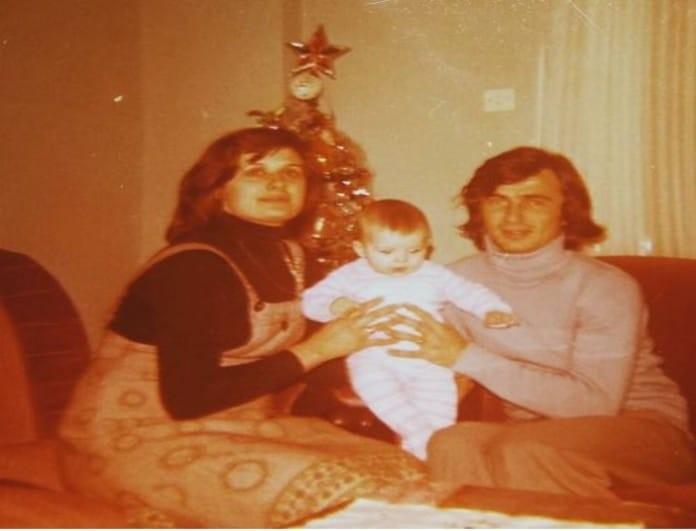 Μπορείτε να αναγνωρίσετε το μωράκι της φωτογραφίας; Είναι πασίγνωστη Ελληνίδα ηθοποιός!