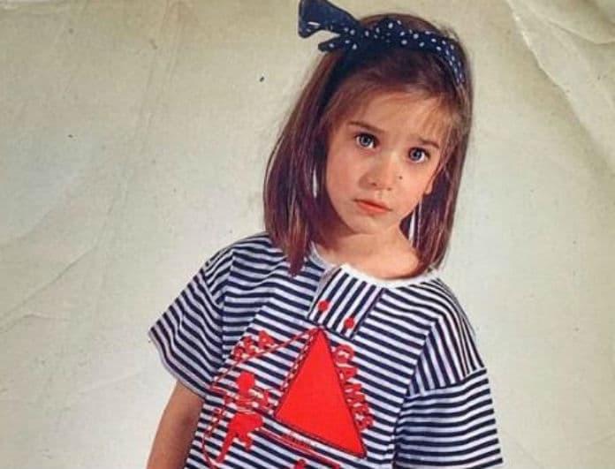 Το κοριτσάκι της φωτογραφίας είναι διάσημη Ελληνίδα ηθοποιός! Μαντέψτε ποια είναι!