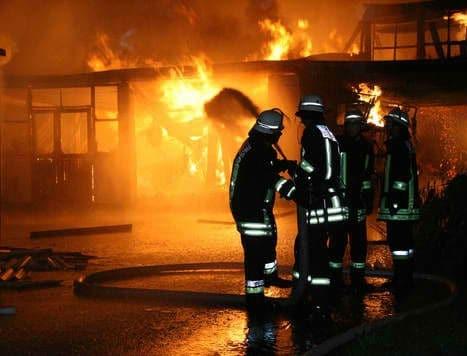 Σοκ στη Θεσσαλονίκη! Ξέσπασε μεγάλη φωτιά σε κατάστημα!