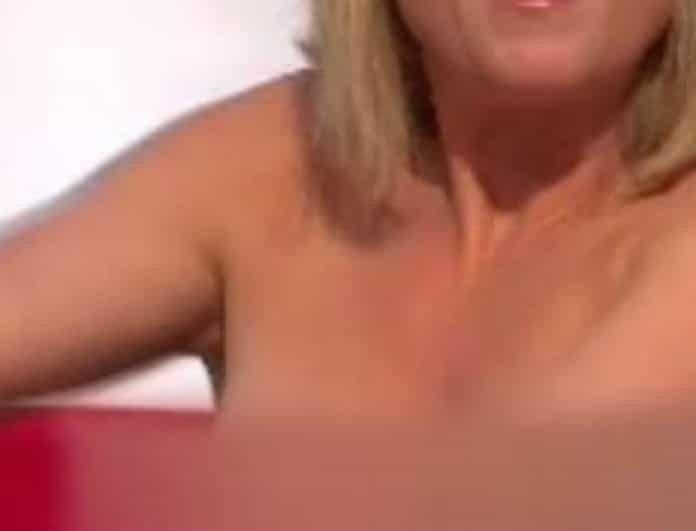 Σάλος! Αυτό είναι το επίμαχο βίντεο με την αδερφή πασίγνωστου πολιτικού να βγάζει το στήθος της σε τηλεοπτική εκπομπή!