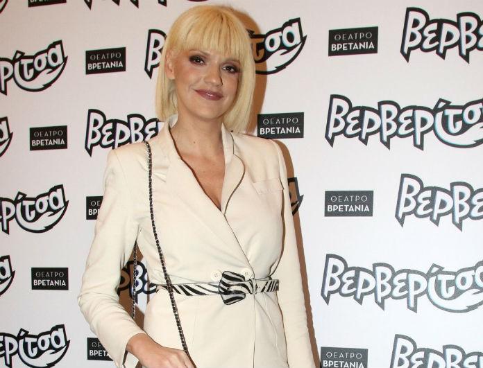 Αντέγραψε το look της Σάσας Σταμάτη! Συνδύασε το λευκό κοστούμι σου με τον πιο cool τρόπο!