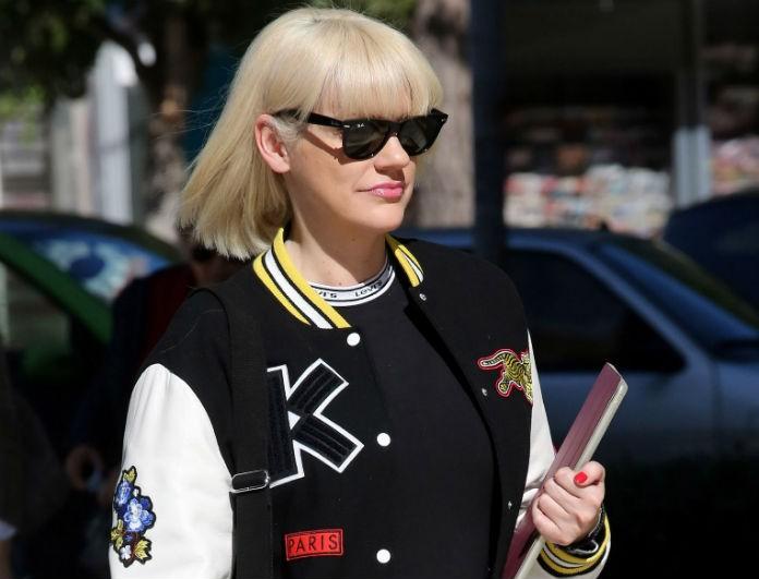 Σάσα Σταμάτη: Χαλαρή βόλτα στη Γλυφάδα με casual sporty  look!