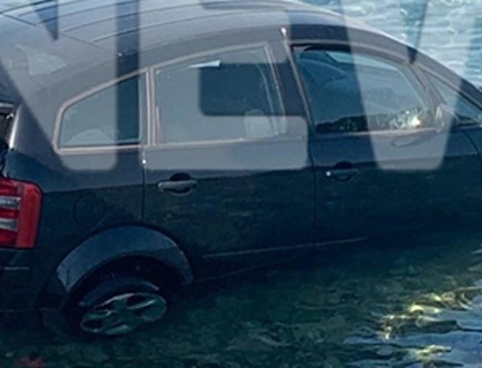 Αδιανόητο: Έριξε το αμάξι στη θάλασσα και πήγε να φάει μπακαλιάρο σκορδαλιά!