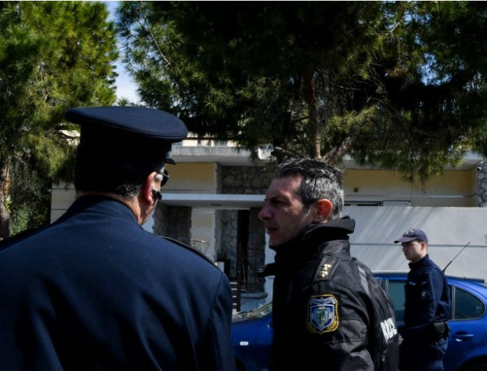Τραγωδία στο Ελληνικό: Εισέβαλαν στο σπίτι του 87χρονου που σκότωσε τη σύντροφό του και αυτοκτόνησε!