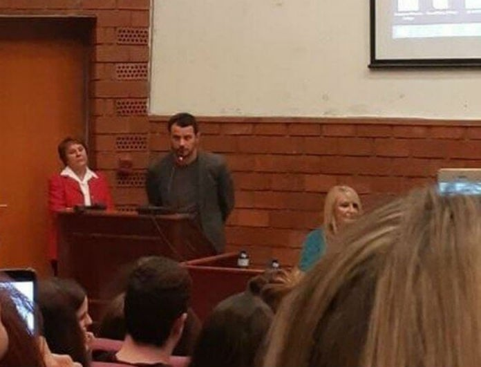 Γιώργος Αγγελόπουλος: Ποδοπατήθηκαν για να ακούσουν την ομιλία του στο Πάντειο Πανεπιστήμιο!