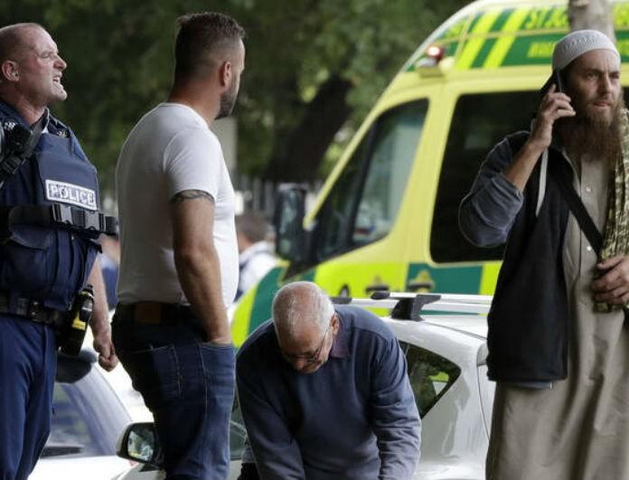 Νέα Ζηλανδία: Το σοκαριστικό βίντεο την ώρα που ο μακελάρης σκοτώνει ο μακελάρης σκοτώνει δεκάδες πιστούς μέσα στο τζαμί!