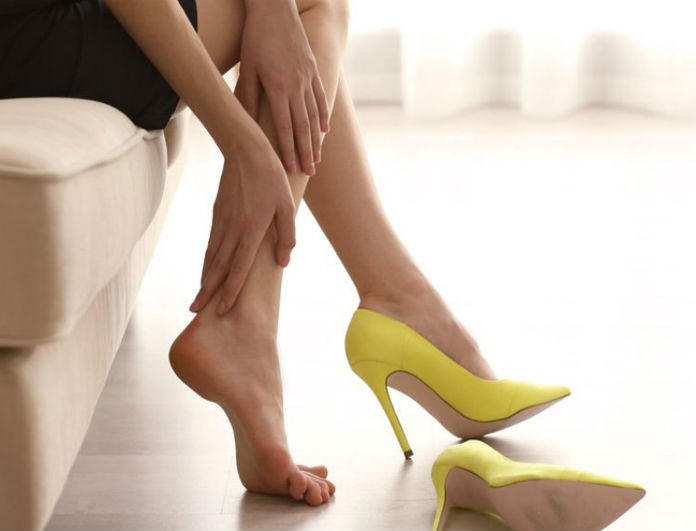Σας στενεύουν τα παπούτσια σας; Δείτε το πιο έξυπνο κόλπο για να τα ανοίξετε!