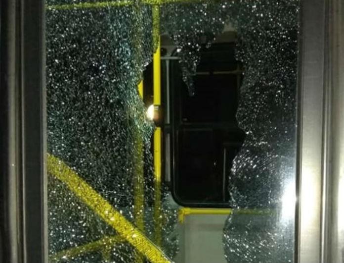 Έκτακτο τώρα: Νέα επίθεση σε λεωφορείο του ΟΑΣΑ με πέτρες αυτή τη φορά!