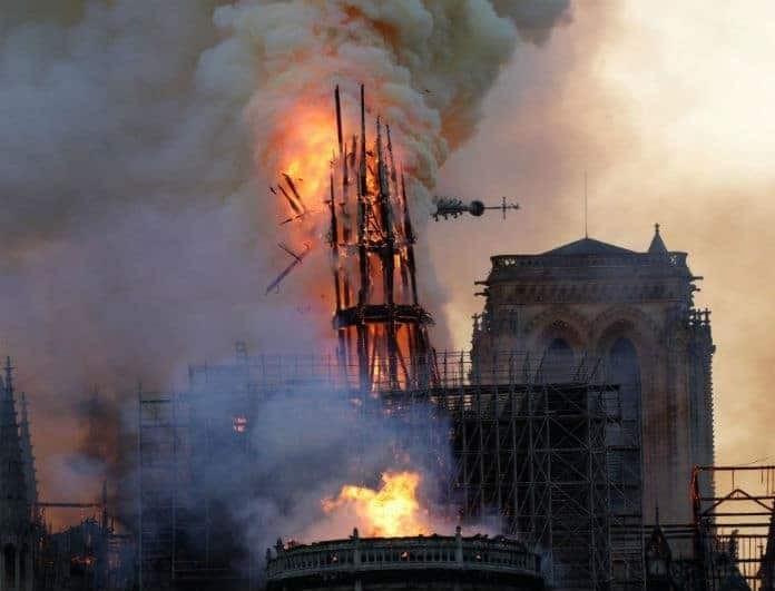 Παναγία των Παρισίων: Νέες εικόνες σοκ! 15 λεπτά την χώριζαν από την ολοκληρωτική καταστροφή!