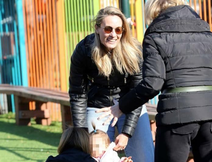 Ελεονώρα Μελέτη: Τα παιχνίδια με την κόρη της στην παιδική χαρά!