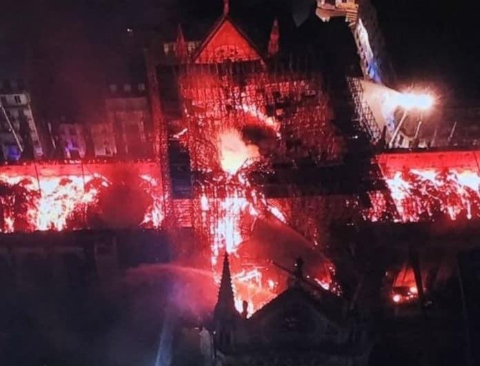 Παναγία των Παρισίων: Συγκλονιστικές εικόνες από drone την στιγμή που την καταπίνουν οι φλόγες!