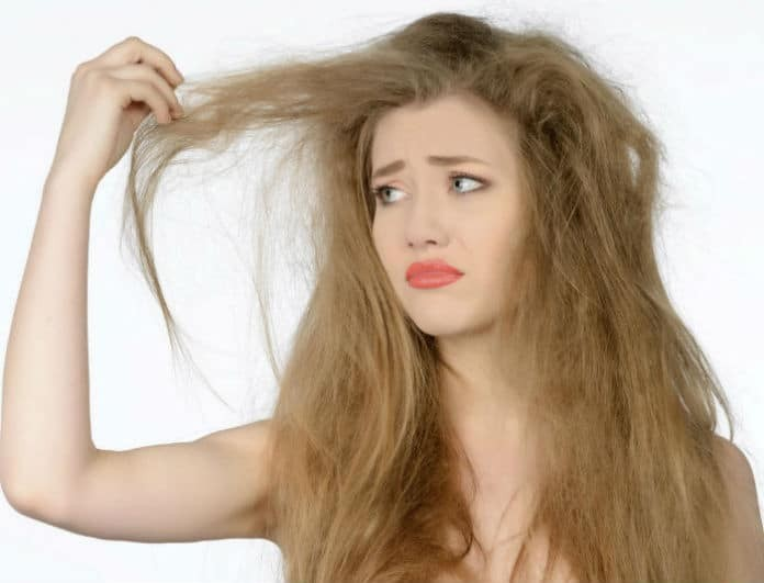 15 τρικ που θα ξεφριζάρουν γρήγορα τα μαλλιά σας!