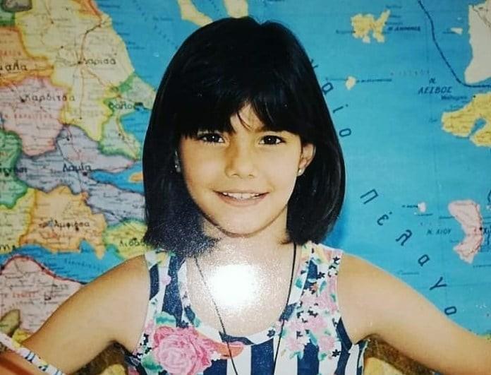 Αναγνωρίζετε την μαθήτρια της φωτογραφίας; Είναι πασίγνωστη Ελληνίδα της showbiz!